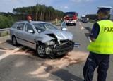 Kolejny w środę wypadek na A2 pod Nowym Tomyślem. Skoda wjechała w naczepę tira [FOTO]