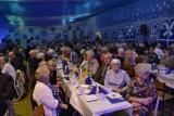 Pszczółki: Spotkanie noworoczne seniorów. 8 par świętowało 50-lecie zawarcia małżeństwa [ZDJĘCIA, WIDEO]