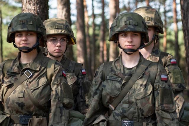Studentki i studenci szkolą się w 34. Brygadzie Kawalerii Pancernej w Żaganiu