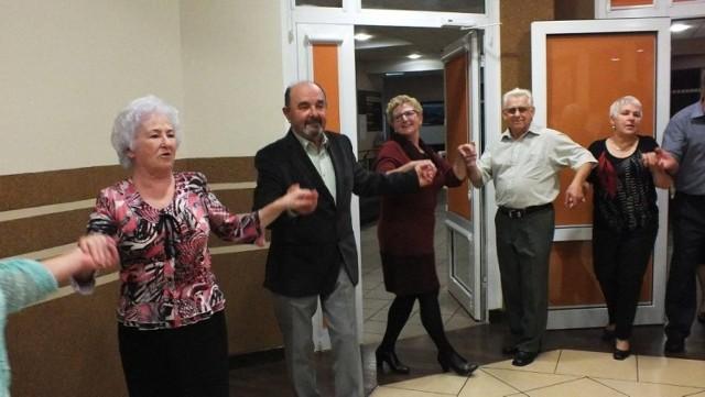 Żacy z chełmińskiego UTW świetnie bawili się podczas obchodów Dnia Seniora.