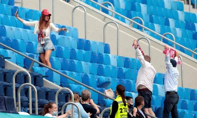 Euro 2020. Pomimo znaczącej odległości, pomimo wyzwań związanych z pandemią koronawirusa kibice reprezentacji Polski w licznej grupie zjawili się na meczu ze Słowacją w Sankt Petersburgu. Zobaczcie zdjęcia z trybun!