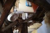 Katastrofa budowlana w kamienicy na Rudzie w Łodzi. Do mieszkania na parterze spadł strop z pierwszego piętra, nikt nie ucierpiał ZDJĘCIA