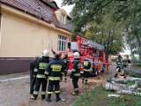 Wichura w powiecie ostrowskim: powalone drzewa, uszkodzone dachy, zablokowane drogi, brak prądu...