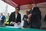 Wmurowany został akt erekcyjny upamiętniający budowę hali w Wilkowicach [ZDJĘCIA]