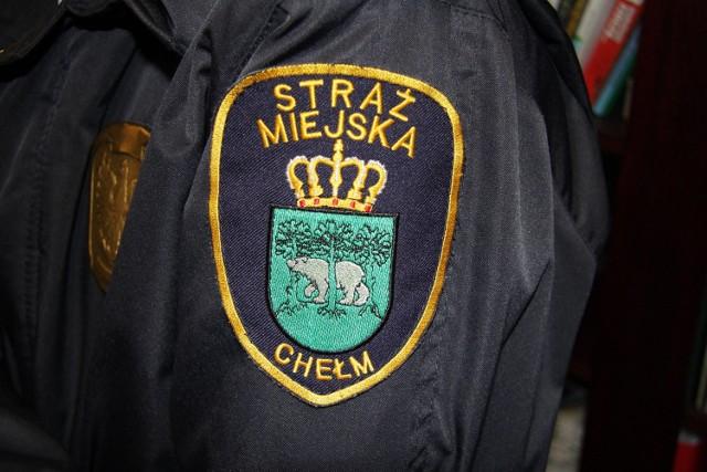 Chełmska prokuratura skierowała akt oskarżenia do sądu przeciw 42-letniemu mężczyźnie. Inspektor Straży Miejskiej biegał z nożem za swoją żoną. Podobno mężczyzna terroryzował rodzinę już od dłuższego czasu. Zdjęcie ilustracyjne