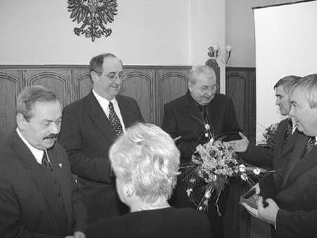 Niedawno dwóch mieszkańców Auby, Bernard Briez oraz Daniel Normand (od góry), zostało honorowymi obywatelami miasta. Obok burmistrz Czeladzi Marek Mrozowski oraz wiceburmistrz, Zbigniew Szaleniec.