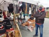 Nowy Targ. Życie wraca na jarmark. Kupcy chcą zniesienia opłaty targowej