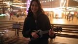 """15-letnia Laura Siatecka z Bierunia śpiewa na rynku w Katowicach cover """"All I Want for Christmas is You"""". Ma talent! Posłuchajcie"""