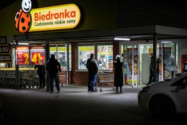 """Według UOKiK sieć """"Biedronka"""" przez lata nie robiła nic, by zapobiec niezgodnościom między cenami na półce i przy kasie."""