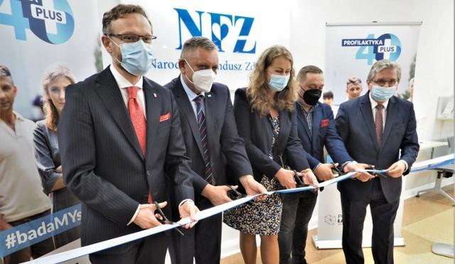 Nowa siedziba Narodowego Funduszu Zdrowia w Koszalinie mieści się przy ul. Andersa 34, w koszalińskiej delegaturze Urzędu Wojewódzkiego