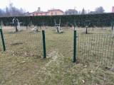 W Kudowie-Zdroju skradziono ogrodzenie placu zabaw