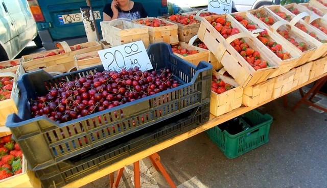 Na nowosądeckim targu wysyp owoców sezonowych
