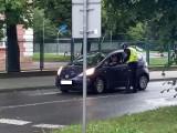 Policjanci patrolują przejścia dla pieszych przed szkołami w Tarnowie [ZDJĘCIA]