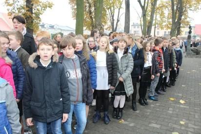 Dzieci i młodzież z Pyzdr pamiętały o rocznicy odzyskania przez Polskę niepodległości