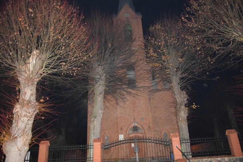 Kościół został już częściowo przyozdobiony, ale jeszcze nie...