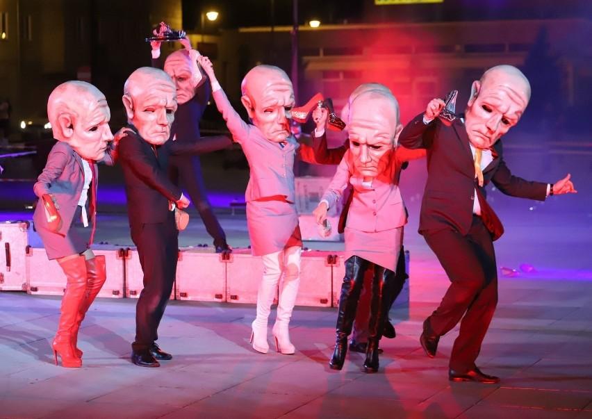 """Spektakl uliczny """"Peregrinus"""" w wykonaniu Teatru KTO z..."""