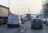 Wypadek w tunelu w Katowicach. Zderzenie samochodów, są korki