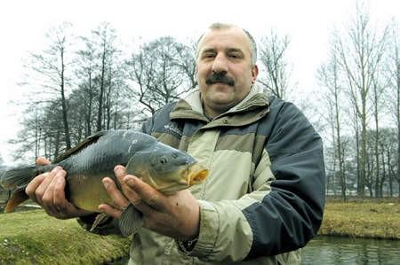 Jacek Czapla z Przeczyc 27 lat temu odziedziczył gospodarstwo rybne po ojcu.  Każdego roku jego gospodarstwo produkuje kilka ton ryb. Najlepiej sprzedają się oczywiście karpie i pstrągi.