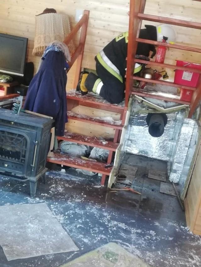 Strażacy z Ochotniczej Straży Pożarnej w Górznie oraz z Państwowej Straży Pożarnej w Brodnicy gasili w miniony weekend boazerię w domku letniskowym w Wierzchowni