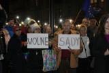 """Tłumy protestowały przed sądem w Legnicy, """"Dziś Sędziowie – jutro TY"""" [ZDJĘCIA]"""