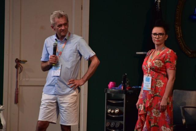 """Organizatorzy Lubuskiego Lata Kulturalnego: Fundacje """"Bawmy"""" i """"Jesień Życia"""" oraz Stowarzyszenie """"Warto jest pomagać"""" chcą podziękować personelowi medycznemu i przekazują bilety na wydarzenia LLK 2021."""