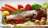 Kotlet czy marchewka? Batalia o żołądki konsumentów. Rolnicy walczy o mięso, Greenpeace chce zakazu jego promowania, stawia na warzywa