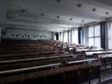 Zobacz opuszczony szpital we Wrocławiu. Przerażające zdjęcia z wnętrza