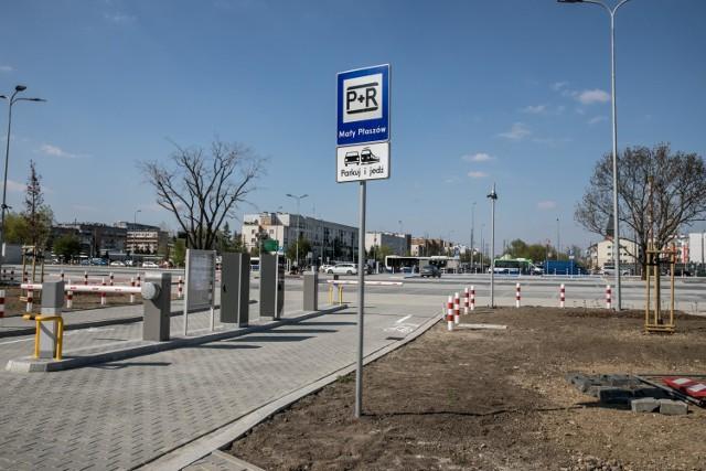 Parking park&ride (parkuj i jedź) zlokalizowany na wysokości pętli tramwajowo-autobusowej Mały Płaszów