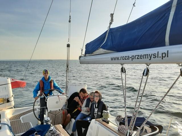 Przez siedem dni uczniowie z Przemyśla płynęli po Morzu Bałtyckim śladami przemyślanina kpt. Henryka Jaskuły.