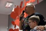 Jurek Owsiak odwiedził dzieci z Zespołu Szkół Specjalnych im. Janusza Korczaka w Ostrowie Wielkopolskim