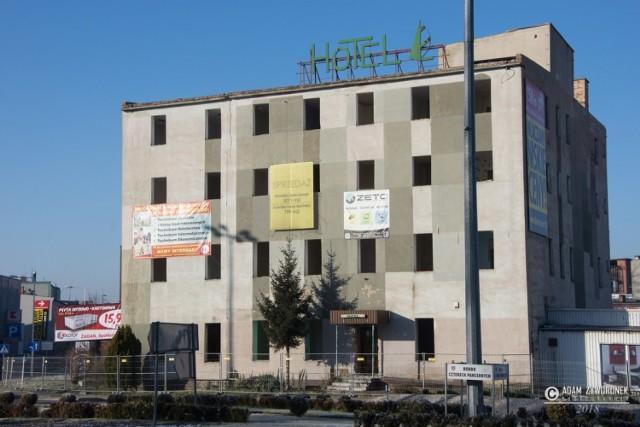 W tym miejscu stał najlepszy hotel w mieście.