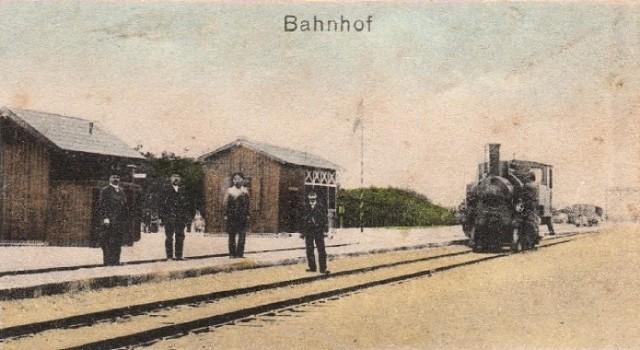 Stacja kolejowa w środku lasu