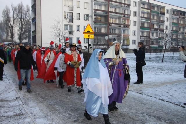 Orszak Trzech Króli w Czeladzi udał się z parafii św. Mateusza do Galerii Elektrownia
