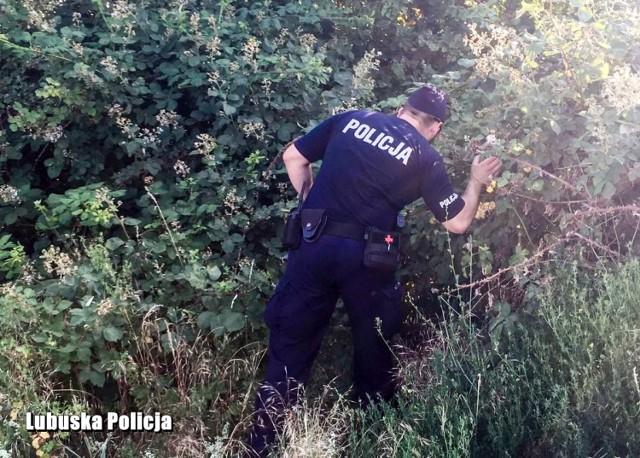 Policjanci, będący w rejonie Warty, znaleźli rower i dokumenty 22-letniego mężczyzny.