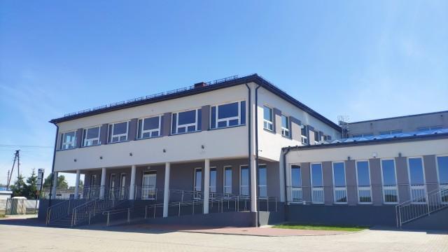 Choć rozbudowa się zakończyła, placówka w Dalikowie na uczniów będzie musiała poczekać do września.