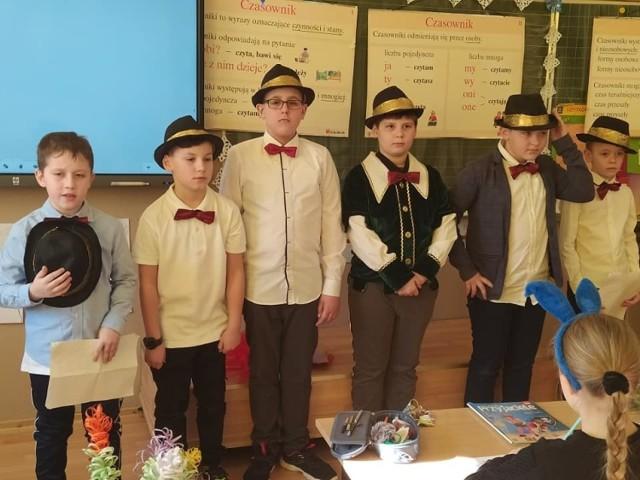 Dzień Kobiet w Szkole Podstawowej numer 3 w Jędrzejowie. Chłopcy przygotowali dla dziewcząt wyjątkowy występ.