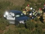 BMW rozwaliło bariery i spadło ze skarpy na Autostradowej Obwodnicy Wrocławia (ZDJĘCIA)