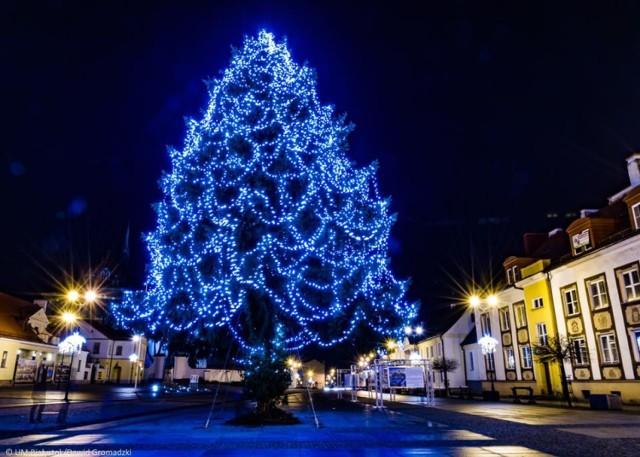 Białystok jest już gotowy na święta Bożego Narodzenia. W mieście można już podziwiać efektowne ozdoby świąteczne.