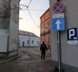 Mieszkańcy Woźnik skarżyli się na nieprawidłowe parkowanie na ulicy Chopina. Interweniowała policja