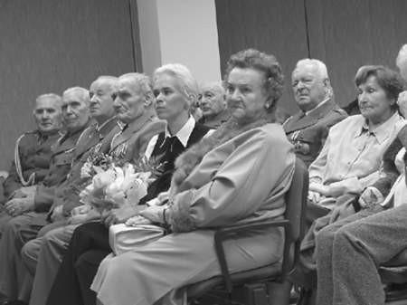 Na wieczór wspomnień przybyła żona bohatera, Maria Świątek, z wnuczką i przyjaciółmi.