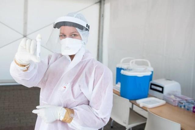 Dane statystyczne dotyczące pandemii koronawirusa w piątek, 23 lipca 2021 roku.