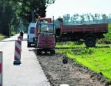 Trwa budowa chodnika wzdłuż ulicy Baszkowskiej w Kobylinie