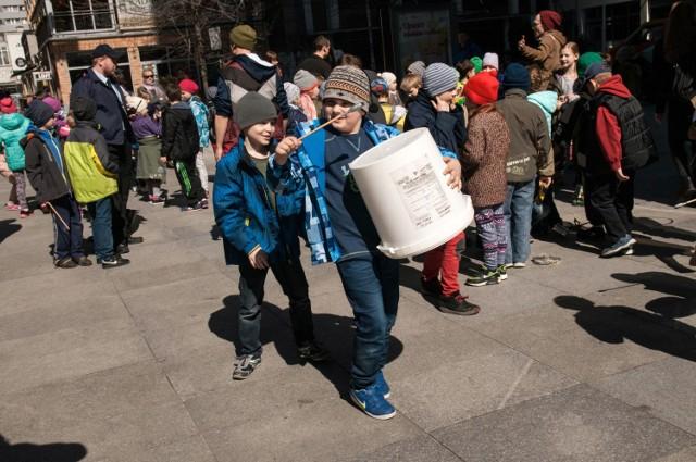 9 kwietnia dzieci ze szkoły podstawowej nr. 34 wzięły udział w akcji ekologicznej.