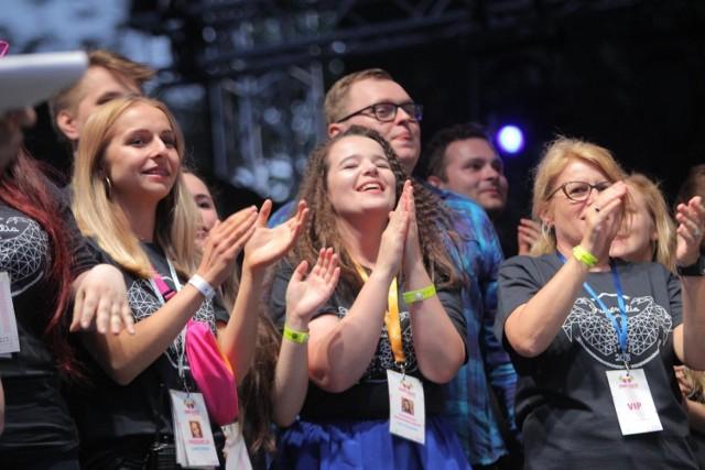 Największe poznańskie święto studentów Juwenalia Poznań 2019 rozpocznie się w czwartek 23 maja. Trzydniowy festiwal to okazja do spotkań, zabawy ale przede wszystkim to koncerty znanych i lubianych gwiazd. Sprawdź, co czeka poznańskich studentów w tym roku!
