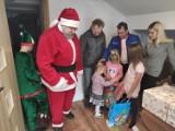 Dobroczynny wóz Irka dotarł do pogorzelców z Kóz w gminie Czarna Dąbrówka. Był też św. Mikołaj