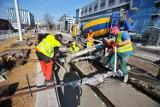 Kiedy pojedziemy fragmentem Trasy Autobusowo Tramwajowej? Ostatnie prace przy wiadukcie nad ulicą Smolecką [ZDJĘCIA]