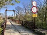 Most na ul. Drzymały w Krośnie będzie zamknięty przez trzy miesiące. Rozpoczyna się remont. Stan kładki był fatalny [ZDJĘCIA]