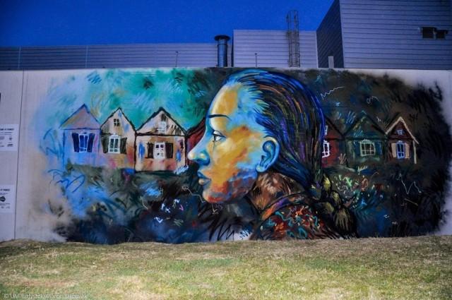 """Od jakiegoś czasu można zauważyć,, że powstaje coraz więcej dzieł sztuki na budynkach w Polsce. Jest to pewnego rodzaju """"muralizacja"""" naszego kraju. Włodarze miast podchodzą do tego tematu coraz bardziej odważniej, decydując się na realizację pomysłów artystycznych nawet w centrum miasta. Gdzie są najlepsze murale w Polsce?"""