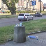 Malbork. Z ulicznych koszy śmieci aż się wysypują. Co władze miasta zamierzają zrobić, by poprawić wizerunek miasta?