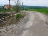 Kolejne osuwisko na drodze powiatowej zostanie ustabilizowane. Starostwo dostało prawie milion złotych dofinansowania